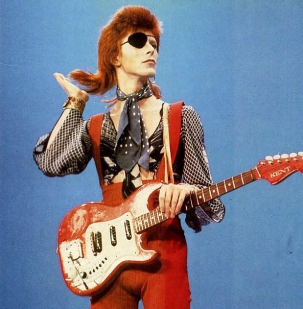 70-luvun puoliväliin mennessä punaisiin hiuksiin oli kasvanut hyvä takatukka vielä ja legendaarinen Ziggy Stardust -tukka oli täydellinen.